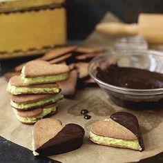 Bild på Dubbla pepparkakor med pistagekräm och choklad