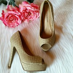 """JustFab Paola Peep-Toe Pumps Paola Peep-Toe platform pumps.  Approx. Heel Height: 5""""  Approx. Platform Height: 1""""  Runs True To Size.  Worn once.  Size 7 JustFab Shoes"""