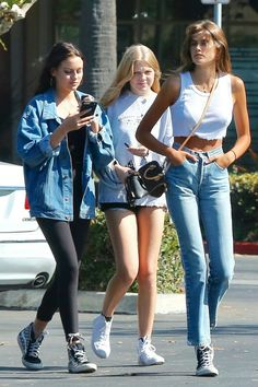 Discover the details that make the difference of the best unique people with a lot of Celebrity Outfits, Celebrity Style, Fashion 2018, Fashion Models, Summer Outfits, Cute Outfits, Kaia Gerber, Street Style Women, Street Styles