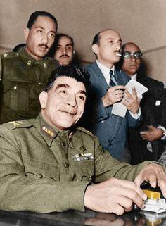 محمد نجيب Mohamed Najeeb, Sadat standing behind him.