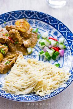HESTI'S KITCHEN : yummy for your tummy: Roti Jala dan Kari Daging