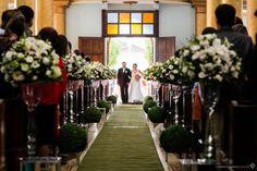 entrada da noiva na igreja com seu pai
