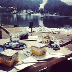 Kremsnita and coffeeshopcompany cups on Bled lake #slovenia #bled