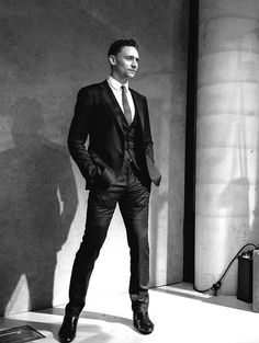 pretty sure I've pinned this one a million times, but my goodness... it's Thomas William Hiddleston. He's so tall and beautiful and guuuuhhhhhh *drool*