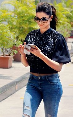 Deepika Padukone spotted with two cell phones in tow during a promotional drive for her film 'Piku' at Lower Parel. #Bollywood #Fashion #Style #Beauty