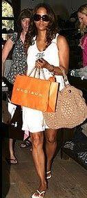 Bolsa Angelina Jolie. Eva Longaria combinando vestido e bolsa de crochê. Entrem nos atalhos e vejam outros gráficos http://manequ...