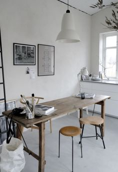 creative work area, love the big table!