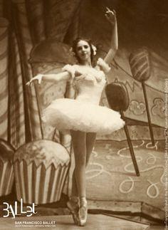 San Francisco Ballet's 'Nutcracker', 1944 (courtesy SF Museum of Performance… Cool Dance, Dance Art, Ballet Dance, Ballet Images, Ballet Photos, Sf Museums, Dancer Photography, Vintage Ballet, San Francisco Museums