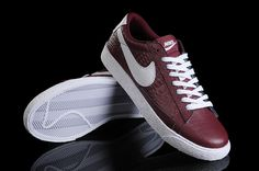 F8E1O: Nike Blazer Low VNTG NRG - In Deep Rood - Dames Sneakers