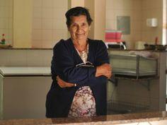 Cantineira mais antiga do Auxiliadora procura aluno de quem ganhou porta-joias Dona Damiana é uma guerreira, mudou a história da família vendendo salgados