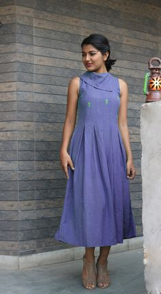 Linen dress for women/ Linen pleated dress/Linen maxi dress/linen maxi/maxi dress/made to order/ custom made/ Plus size -Model height: wearing size S -Length: -Fit: Comfortable Simple Kurti Designs, Kurti Neck Designs, Kurta Designs Women, Kurti Designs Party Wear, Linen Dresses, Casual Dresses, Fashion Dresses, Cotton Dresses, Frock Fashion
