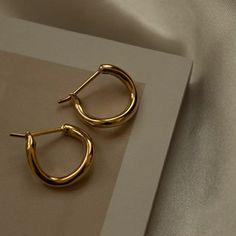 Ear Jewelry, Cute Jewelry, Gold Jewelry, Jewelry Accessories, Jewellery, Gold Earrings, Classy Aesthetic, Beige Aesthetic, Accesorios Casual