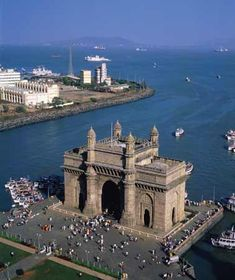 Gateway to India monument Mumbai (Bombay) Harbour,  western India, this is also the building used in #gameofthrones where Aria Stark spent endless hours & hid needle in the rocks by the water