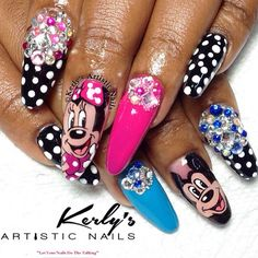 Fabulous Minnie and Mickey set by @kerlys_artistic_nails