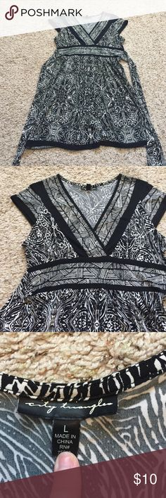 Black and white patterned dress size large Black and white patterned v neck dress. Size large. In great condition, only worn once or twice!! Dresses Mini