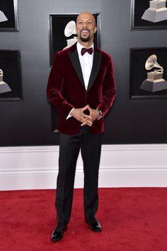 2018 grammys common burgundy velvet coat with a matching burgundy velvet bow tie and black pants with a white dress shirt Common in Tiffany & Co. Red Velvet Suit, Red Velvet Jacket, Red Suit, Black Suits, Black Tuxedo, Tuxedo For Men, Wearing A Tuxedo, Burgundy Pants, Best Dressed Man