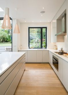Browse photos of Minimalist Kitchen Design. Find ideas and inspiration for Minimalist Kitchen Design. Kitchen Diner Extension, Open Plan Kitchen, New Kitchen, Kitchen Units, Kitchen Cabinets, Kitchen Grey, Dark Cabinets, Kitchen Ideas, Kitchen Decor