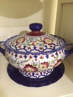 Pretty soup tureen from Monte Turi, Ecuadorian pottery.