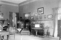 File:COLLECTIE TROPENMUSEUM Binnengalerij van een huis Pasoeroean TMnr 10013645.jpg