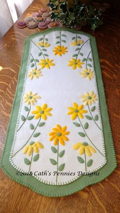 Table Runner And Placemats, Table Runner Pattern, Quilted Table Runners, Penny Rug Patterns, Wool Applique Patterns, Quilt Patterns, Fall Applique Designs, Felted Wool Crafts, Felt Crafts