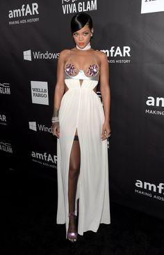 Pin for Later: Miley und Rihanna streiten sich um das tiefste Dekolleté Rihanna