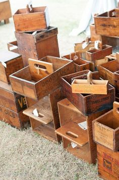 Old boxes made into totes ~ great Idea! ~ ~NMB~ - Old boxes made into totes ~ great Idea! ~ ~NMB~ Informations About Old boxes made into totes ~ great - Diy Vintage, Vintage Jars, Vintage Decor, Antique Decor, Pallet Crates, Wood Crates, Wood Pallets, Into The Woods, Wooden Tool Boxes