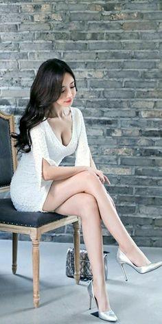 Korea Fashion, Asian Fashion, Asian Model Girl, Girls In Mini Skirts, Beautiful Asian Women, Little Dresses, Beautiful Legs, Sexy Legs, Asian Woman