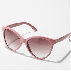 I bought these light pink sunnies from #UrbanOutfitters and they are my favorite sunglasses to date.
