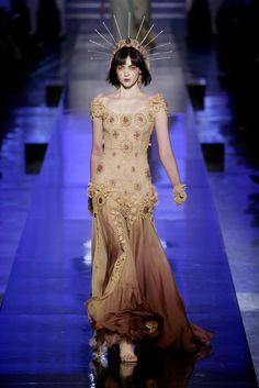 Jean Paul Gaultier 장 폴 고티에 : Spring/Summer 2007 Haute Couture Paris : 네이버 블로그 Jean Paul Gaultier, Paul Gaultier Spring, Haute Couture Paris, Style Haute Couture, Fashion Art, Runway Fashion, High Fashion, Fashion Show, Fashion Design