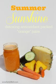 """Detoxing antioxidant packed """"orange"""" juice - Summer Sunshine #Juicing #Recipe"""