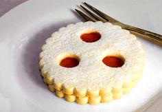 Rakouská kolečka s mandlemi Confectionery, Christmas Baking, Doughnut, Pineapple, Pie, Cookies, Fruit, Desserts, European Countries