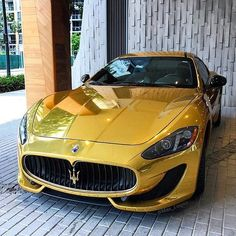 Constructed with the utmost attention to detail, every Maserati is a true masterpiece of Italian design. Here are 51 stunning Maserati cars! Luxury Sports Cars, Top Luxury Cars, Luxury Suv, Maserati Car, Maserati Ghibli, Ferrari Bike, Bugatti Veyron, Bugatti Cars, Toyota Celica T23