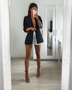 Update your work wardrobe with our Black Stripe Gathered Sleeve Longline Blazer. Cute Casual Outfits, Short Outfits, Stylish Outfits, Spring Outfits, Casual Brunch Outfit, Mode Outfits, Night Outfits, Fashion Outfits, Night Out Outfit Classy