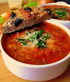 Dziś moja ukochana kuchnia włoska. Tym razem zapraszam na bardzo pożywną zupę fasolą, która jest bardzo popularna w Toskanii. Jak to z tra... Soup Recipes, Cooking Recipes, Drink Recipes, Recipies, Kitchen World, Vegan Soups, Polish Recipes, Soups And Stews, Italian Recipes