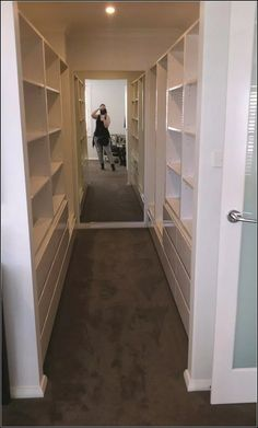Love this walk in closet! - Love this walk in closet! Love this walk in closet! Walk In Closet Small, Walk In Closet Design, Bedroom Closet Design, Master Bedroom Closet, Small Closets, Closet Designs, Mirror Bedroom, Long Narrow Closet, Walk Through Closet