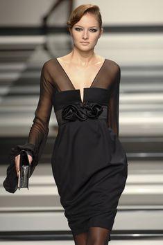 Elie Saab at Paris Fashion Week Fall 2008 - Livingly Mob Dresses, Event Dresses, Nice Dresses, Short Dresses, Women's Runway Fashion, Paris Fashion, High Fashion Dresses, Maxi Dress Wedding, Haute Couture Dresses