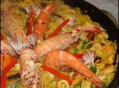 Receita de Paella de frutos do mar - 1 kg de camarões cinza grandes limpos, 2 lulas limpas e cortadas em rodelas, 500 gr de peixe (badejo, dourado) limpos, s...