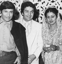 Entertainment Discover Dev Anand at the wedding of Rishi Kapoor and Neetu Singh. Celebrity Couples, Celebrity Weddings, Neetu Singh, Girlfriend Image, Marriage Pictures, Legendary Pictures, Wedding Reception Cards, Glamour World, Bollywood Stars