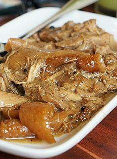 This is the authentic way to cook lechon paksiw. This is the authentic way to cook lechon paksiw. An authentic Lechon paksiw doesn't need to add soy sauce or otherwise it will turn like adobo. Lechon Paksiw Recipe, Pinoy Recipe, Pork Recipes, Asian Recipes, Cooking Recipes, Cooking Food, Easy Filipino Recipes, Gourmet, Filipino Recipes
