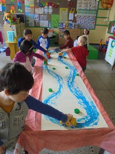 Schrijfdans met auto's (JufJulide) Pre Writing, Writing Skills, Kindergarten Crafts, Preschool Crafts, Writing Activities, Activities For Kids, September Crafts, Toddler Art, School Themes