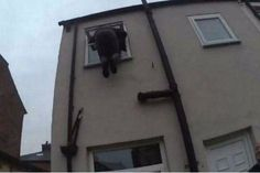 Ladrón se atora cuando intentaba entrar a casa para robarla - http://wp.me/p7GFvM-AOi