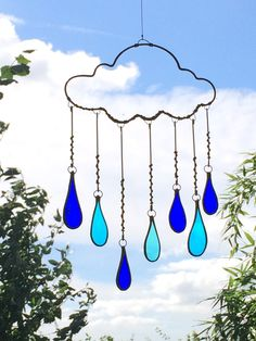 Wire Rain Cloud and Stained Glass Droplets. British Artist Collaboration with Glassworks and Earth Balance Craft Stained Glass Suncatchers, Stained Glass Crafts, Stained Glass Designs, Stained Glass Patterns, Tiffany, Stained Glass Christmas, Glass Wall Art, Glass Material, Hanging Art