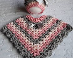 Stunning handmade baby poncho and hat. Made with coconut ice baby cakes yarn. Pink Peach and grey. Size Stunning handmade baby poncho and hat. Made with coconut ice baby cakes yarn. Pink Peach and grey. Crochet Pullover Pattern, Poncho Knitting Patterns, Crochet Poncho Patterns, Crochet Hats, Hand Crochet, Free Knitting, Baby Girl Crochet, Crochet Baby Clothes, Crochet Toddler