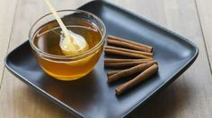 Honey and cinnamon are beneficial for a healthy diet during weight loss. Honey provides energy and contains vitamins C and potassium and iron. Flu Remedies, Natural Remedies, Honey And Cinnamon Cures, Honey Diet, Avocado Benefits, Nutrition, Fake Food, Cancer Cure, Health Diet