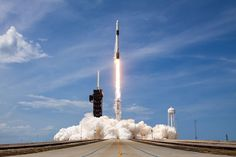 Apollo Spacecraft, Soyuz Spacecraft, Nasa Spacex, Spacex Launch, Cosmos, Science Fiction, Falcon 9 Rocket, Moon Missions, Planetary Science