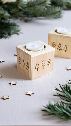 Ich zeige euch, wir ihr einen simplen Teelichthalter aus Holz mit weihnachtlicher Brandmalerei verschönern könnt - als kleines DIY Weihnachtsgeschenk oder als weihnachtliche Deko für euer Zuhause! Diy Christmas Presents, Merry Little Christmas, Christmas Diy, Christmas Decorations, Tea Light Holder, Wooden Diy, Pyrography, Tea Lights, Create Yourself