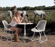 Nouvelle chaise Sixties Blanc coton design Frédéric Sofia et table Flower