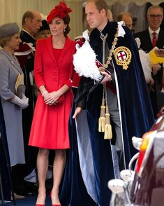 Kate Middleton just rocked it in a head-to-toe look in all red, and the duchess looks more gorgeous than ever. Princess Kate, Princess Charlotte, Style Kate Middleton, Duchesse Kate, Order Of The Garter, Style Royal, Herzogin Von Cambridge, Catherine Walker, Estilo Real