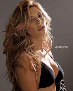 Katheryn Winnick, born Katerena Anna Vinitska, is a Canadian actress. Winnick was born in Etobicoke, Ontario and is of Ukrainian descent. Lagertha Lothbrok, Scarlett Johansson, Gal Gadot, Real Beauty, Beauty Women, Hair Beauty, Katheryn Winnick Vikings, Blonde Actresses, Female Actresses