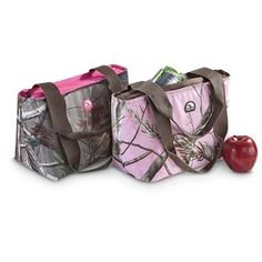 Igloo® Realtree® Mini Tote keeps drinks and food cool and fresh!